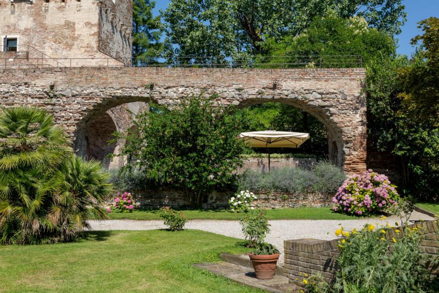 esterno mura di massimago wine tower padova